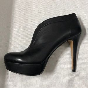 NINE WEST 7 1/2 black leather pumps